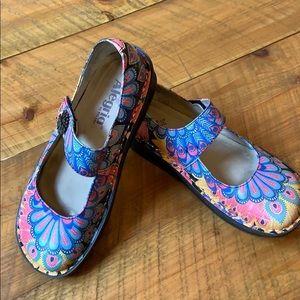 Alegria Paloma fall feathers shoes Size 6